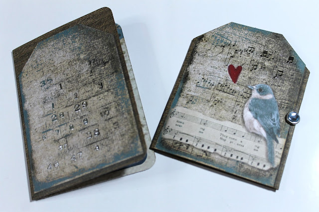 Tags realizados con papeles Stamperia Blues. Scrapbook