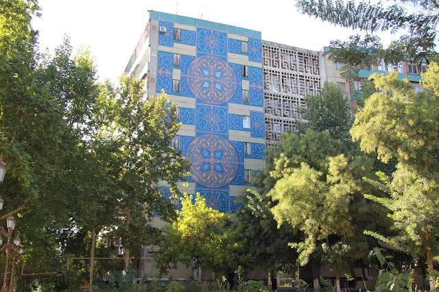 Ouzbékistan, Tachkent, immeuble, façade, mosaïque, Quartier Labzac, © L. Gigout, 2012