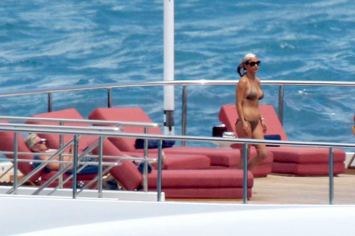 Catherine Zeta Jones Naked Pics