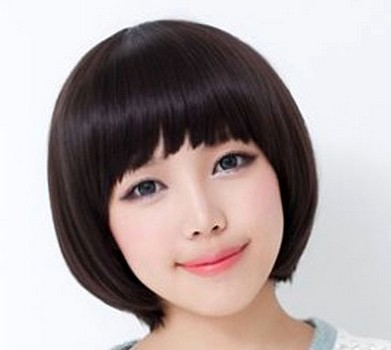 Style rambut pendek wanita bulat berponi