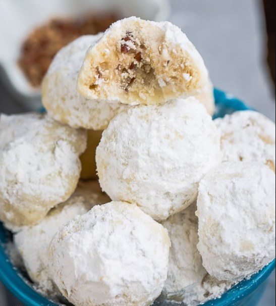 CLASSIC PECAN SNOWBALL COOKIES #cookies #christmas