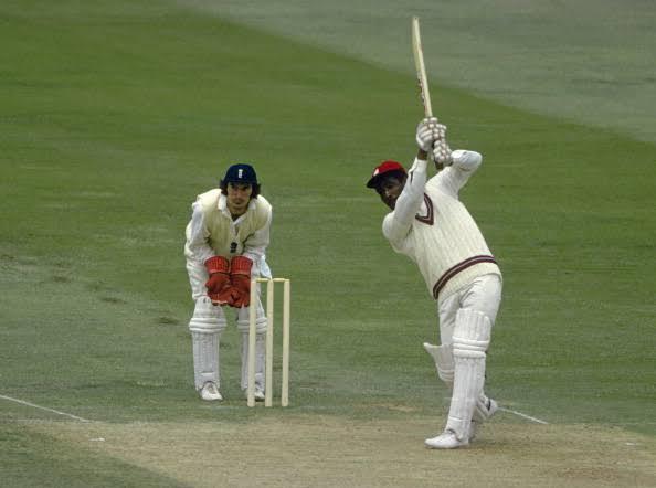 वेस्टइंडीज के महान बल्लेबाज सर विवियन रिचर्ड्स के नाम वनडे क्रिकेट में चौथे नंबर पर सबसे बड़ी पारी खेलने का रिकॉर्ड दर्ज है।