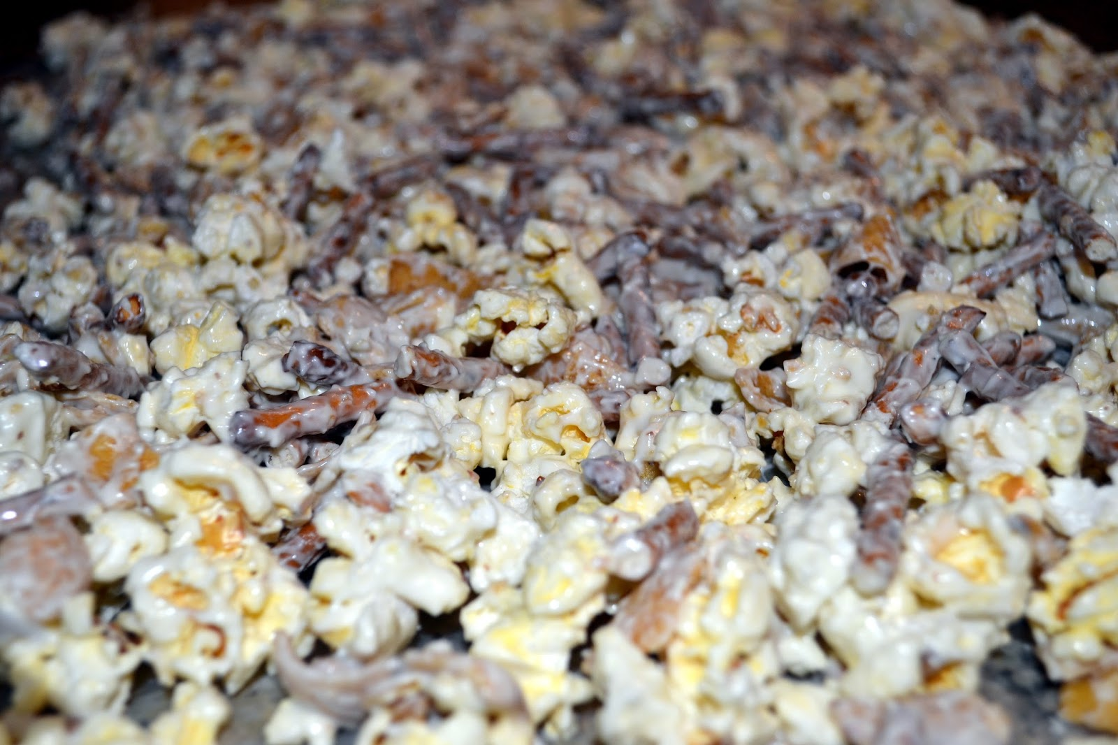 chocolate, fritos, popcorn and pretzels movie night mix