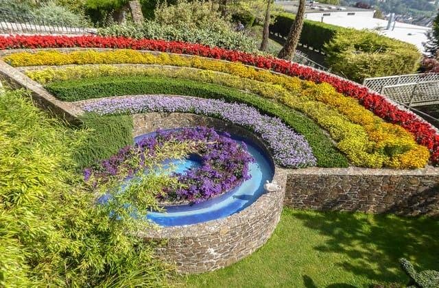 Rainbow Garden, menawarkan keindahan taman yang berwarna-warni seperti pelangi. Cocok buat yang suka nuansa alami