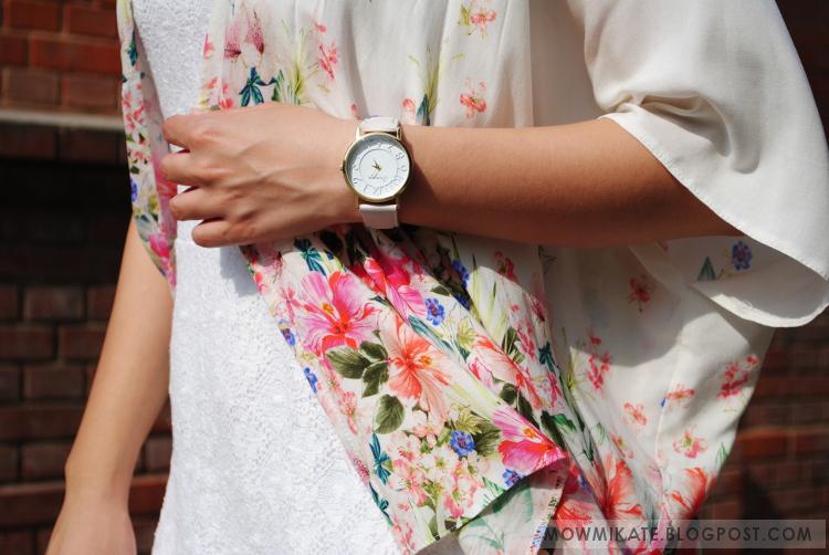 Letnia stylizacja. Total white look. Blog modowy. Z czym łączyć białą sukienkę?