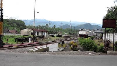 Daftar Kereta Api yang Berhenti di Stasiun Klakah