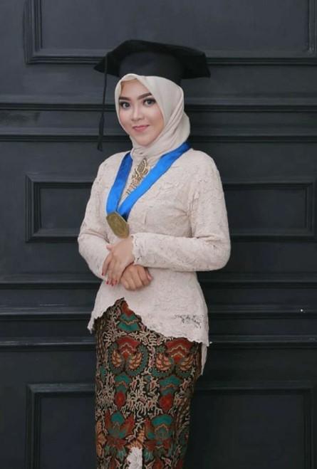 Baju Wisuda Islami Nusagates