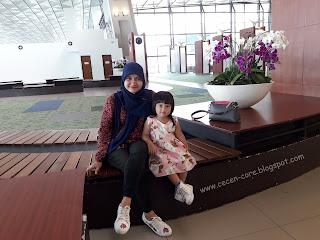 Epi Friezta Dewi Hasibuan dan Clarissa Astrid Sofia Friezcen di Terminal 3 Bandara Soekarno-Hatta