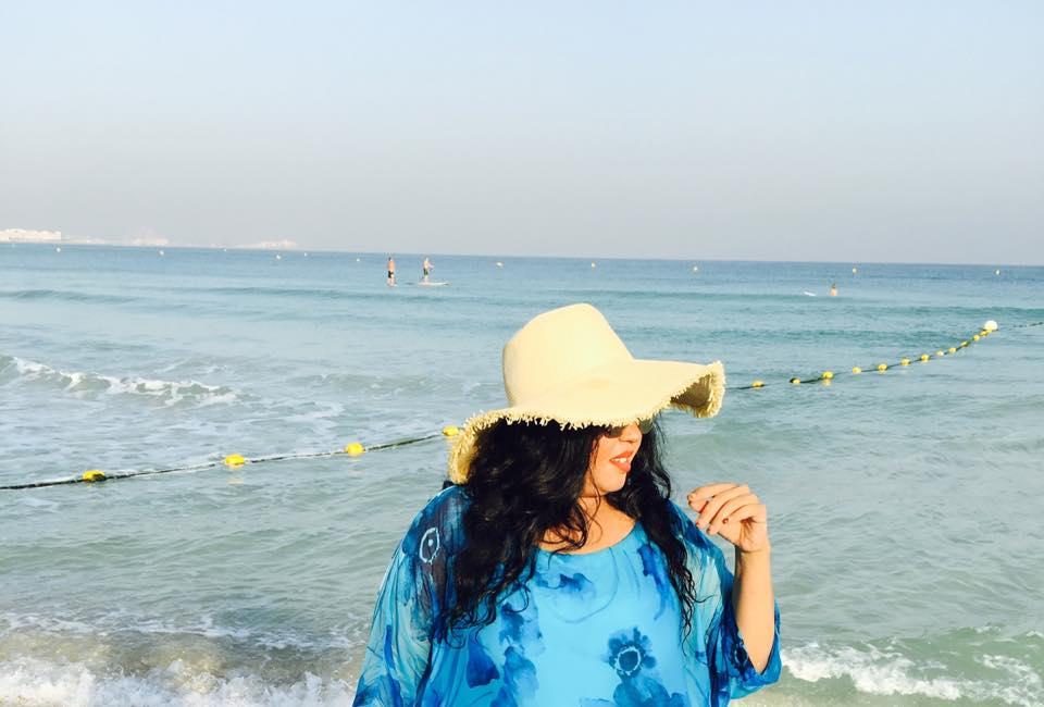 ندي القلعه تنشر صور لها وهي في البحر بدبي