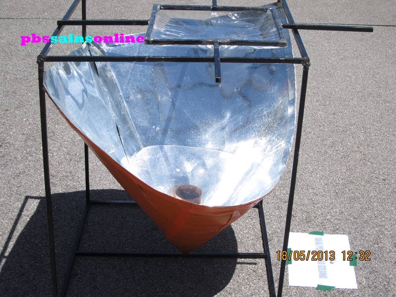 An Awesome Solar Oven From Smk Raja Perempuan Kelsom The Design Are So Unique They Use Plain Water To Focus Sunlight Into