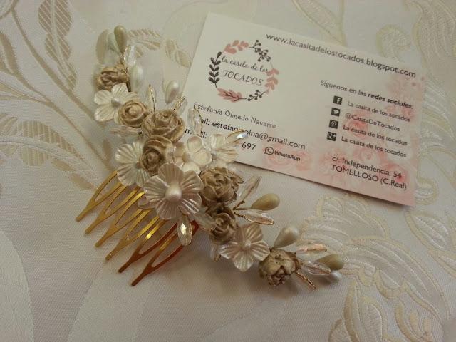 tocado romántico para novia con porcelana y cristal en tonos blanco y beige