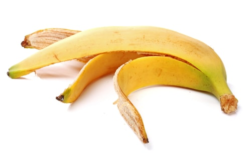 The peel of the banana is effective in insect bites, and it is enough to rub a banana peel over part of the skin which is enveloped in an insect bite.