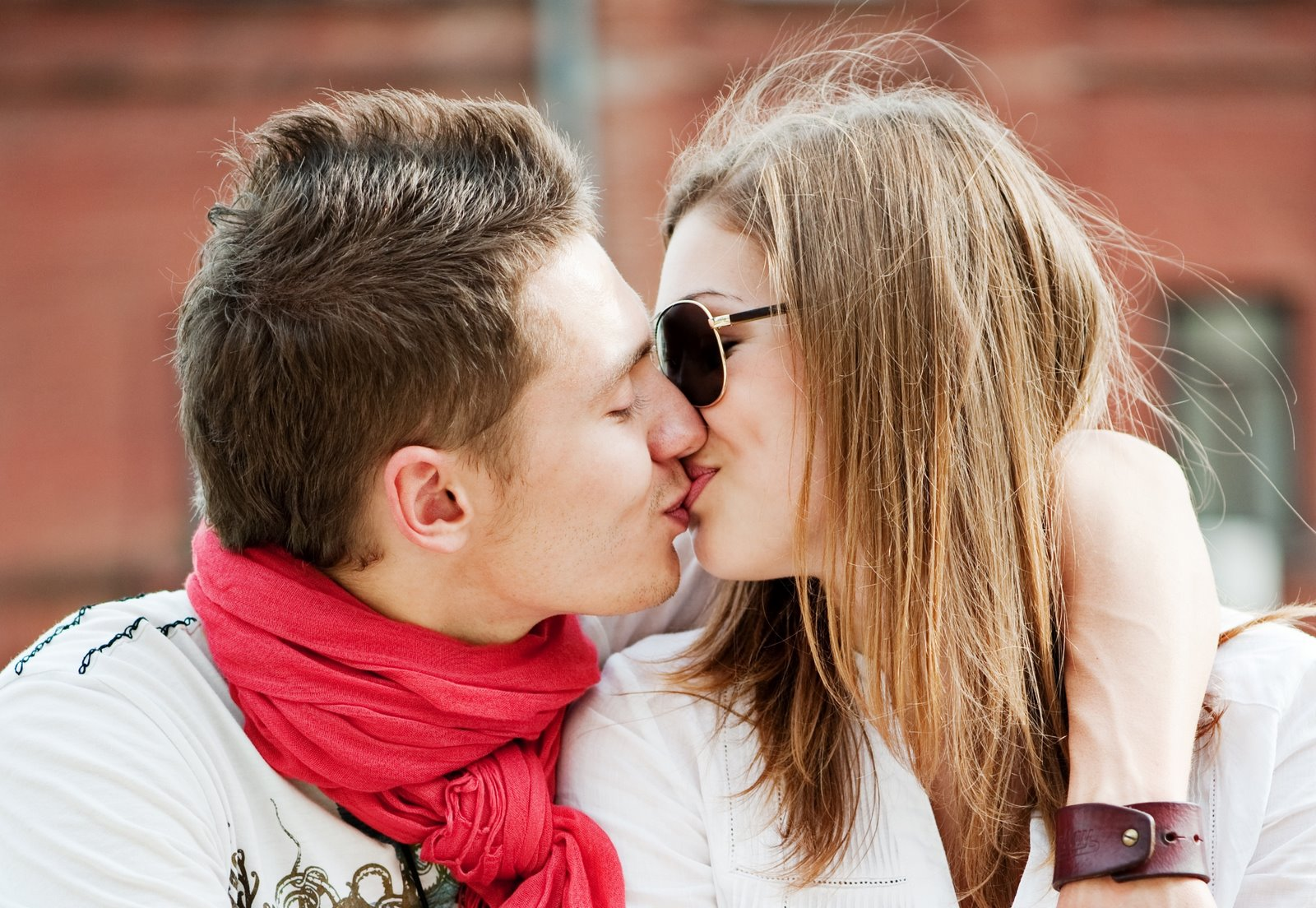 Download Romantic Love Quotes Wallpapers How To Kiss Wallpapers
