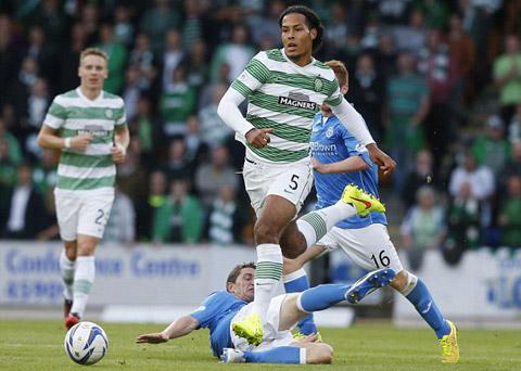 Tuy là hậu vệ nhưng Van Dijk đi bóng cũng rất khéo