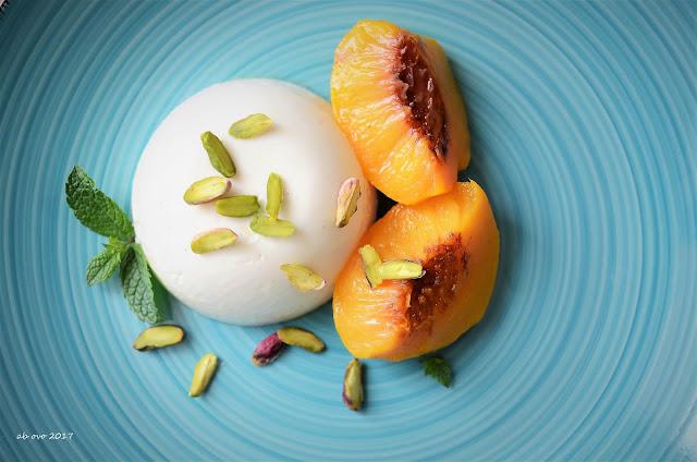 budino-allo-yogurt-con-pesche-affogate