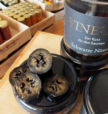 Schwarze Nüsse aus der Manufaktur Vinella