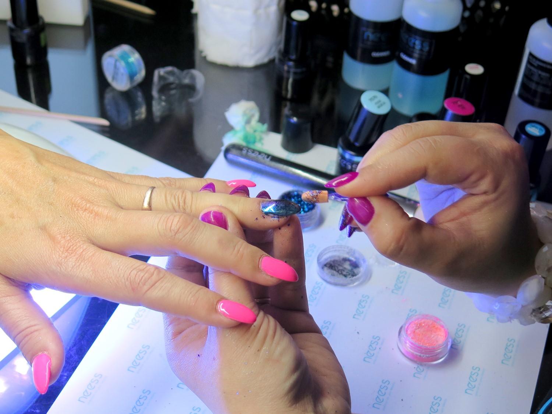 4 trendy w manicure hybrydowym – lato 2017