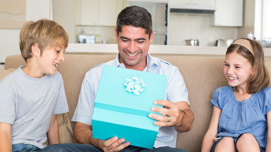 It's Christmas Time! - Find the Best Gift for Your Dad within Your Affordable Budget