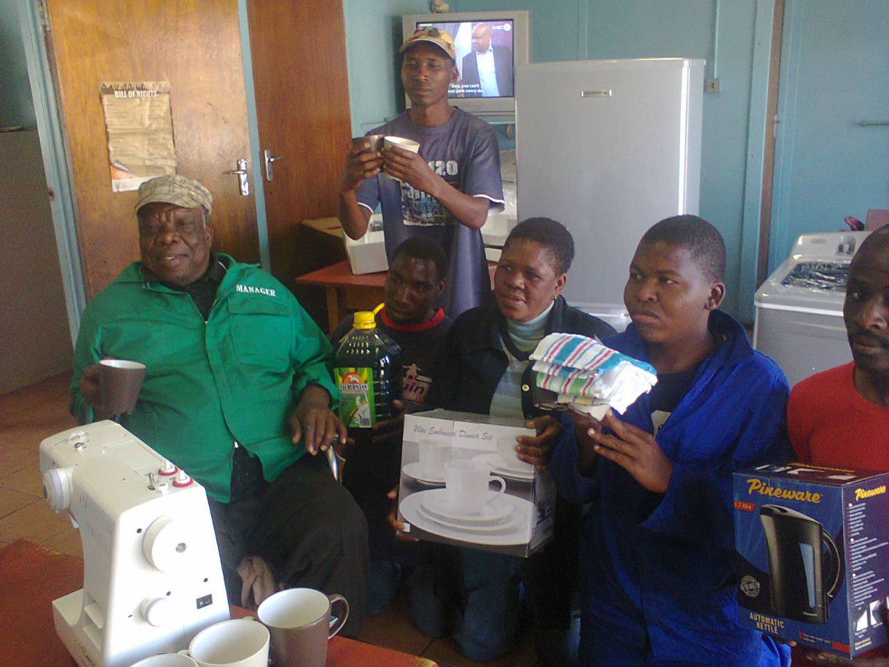 Hollywoodbets Emalahleni donated some household appliances to KwaGuqa Disabled Association as part of the Hollywoodbets Social Responsibility Programme
