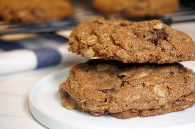 Whole Wheat Oatmeal Chocolate Chip Cookies | The Kitchen Nerd