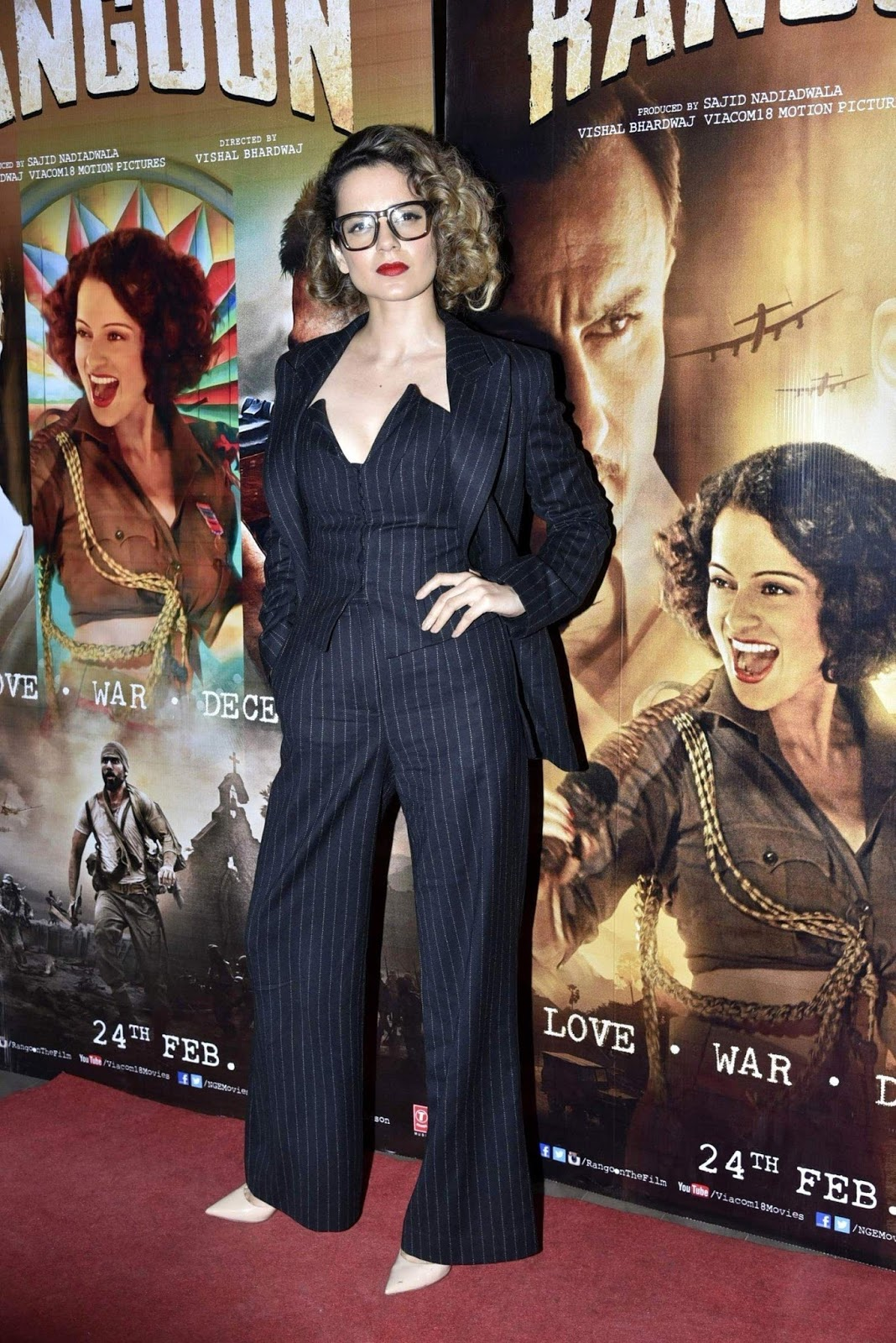 "Kangana Ranaut Looks Hot At Film ""Rangoon"" Special Screening"