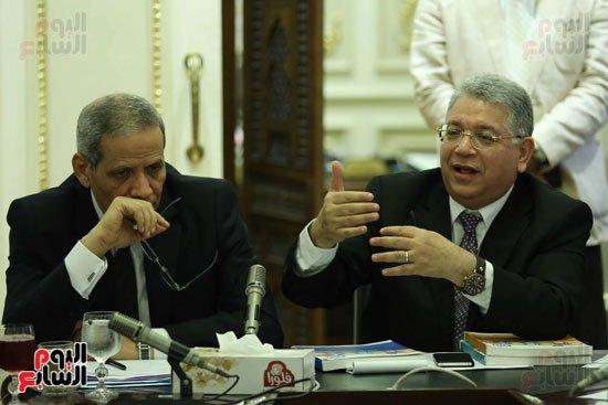 النواب لوزير التعليم اليوم 90% من قيادات وزارتك محسوبية وواسطة والوزير أتفق معكم !!