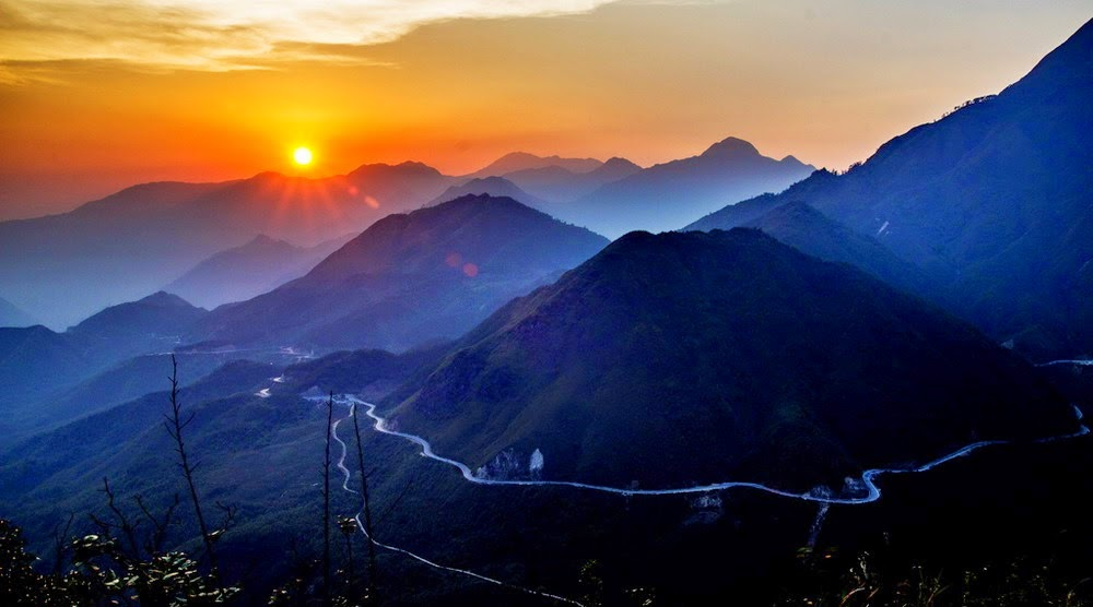 Vietmountain Travel - Ethnic minority discovery  - The Pha Din pass - O Quy Ho mountain pass - Khau Pha mountain pass - Ma Pi Leng mountain pass