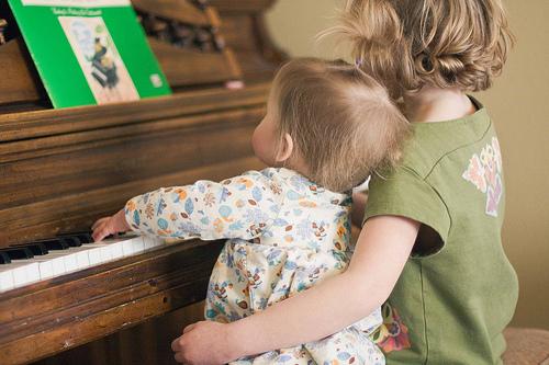 Nên mua loại đàn Piano nào cho trẻ em