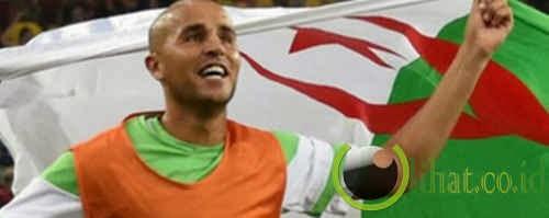 Madjid Bougherra (Bek Tengah)