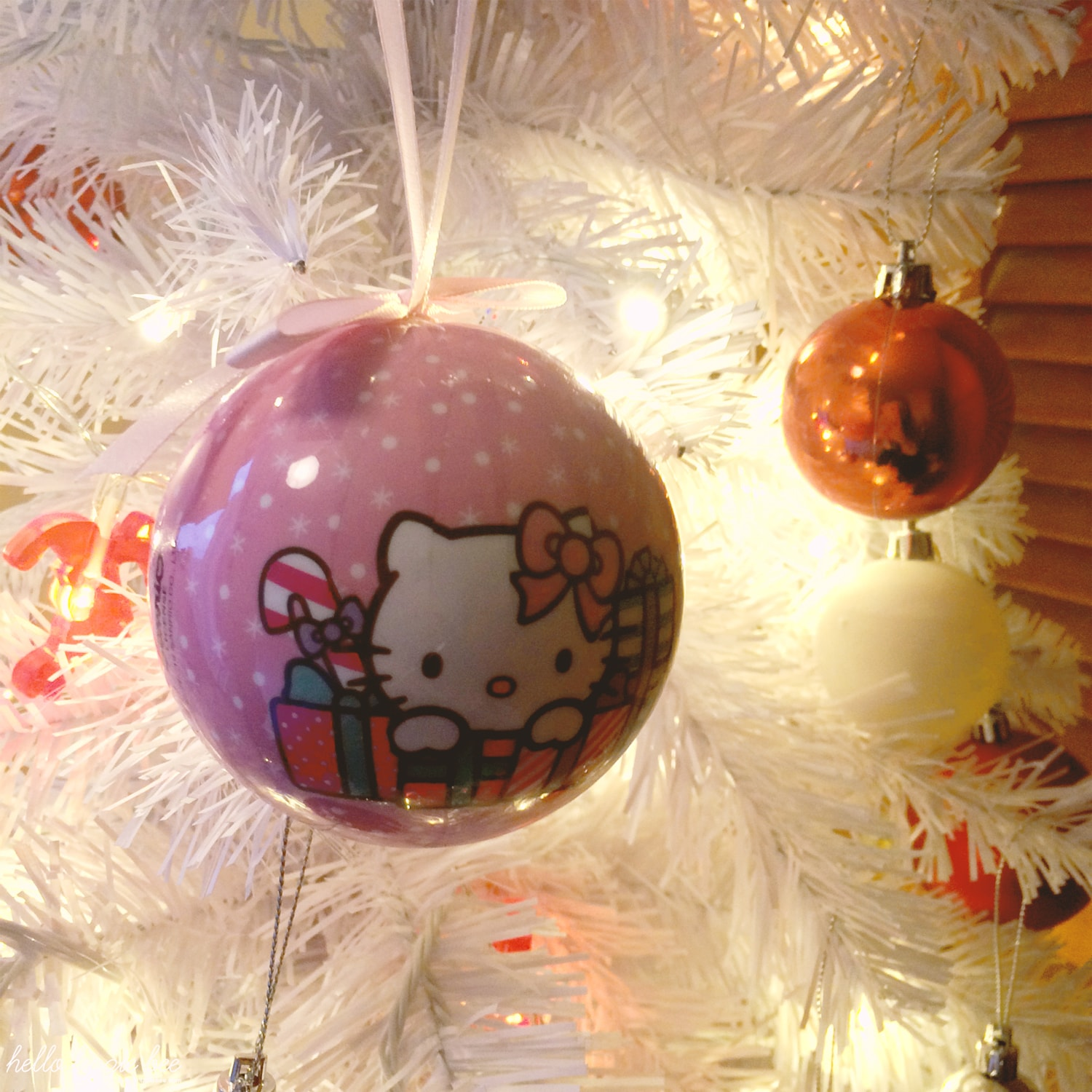 hello kitty bauble