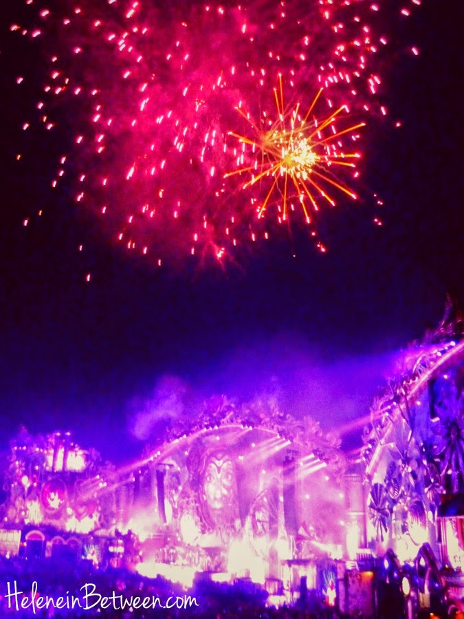 tomorrowland main stage fireworks
