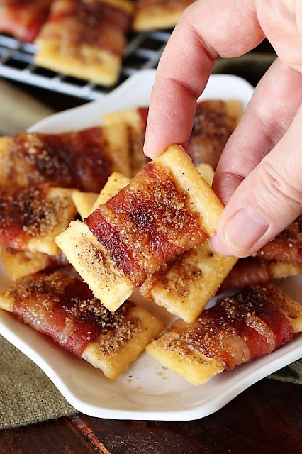 Sweet-&-Spicy Bacon Crackers photo