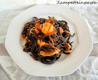 Spaghetti al nero di seppia con seppioline e pomodoro