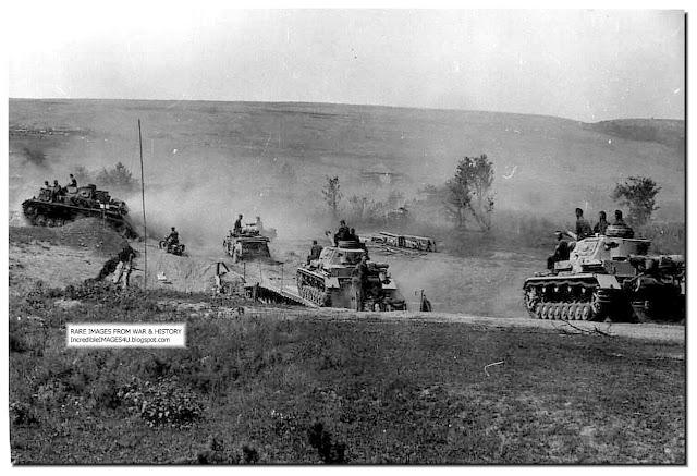 https://2.bp.blogspot.com/-kGDDY4gGlAs/TmHIDgd_UxI/AAAAAAAAHEM/M7ofACYfTgc/s640/german-12th-panzer-division-august-1942-move-to-stalingrad.jpg