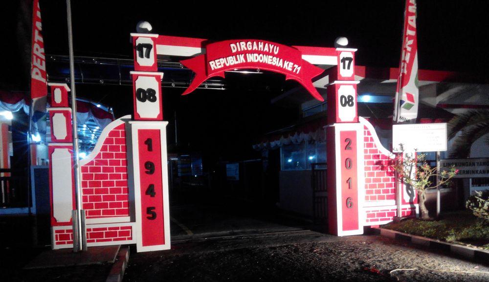 Jasa gate gapura gerbang di jogja dekorasi event di for Dekor 17 agustus di hotel