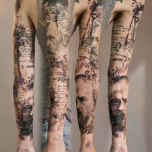 Aquarela estilo manga da tatuagem. Parece simples, fácil, mas ao mesmo tempo é muito complicado e difícil de fazer. A beleza da tatuagem é que ela faz uso de pele e tenta mostrar a verdadeira cor da pele com o design ao invés de usar a tinta para ela.