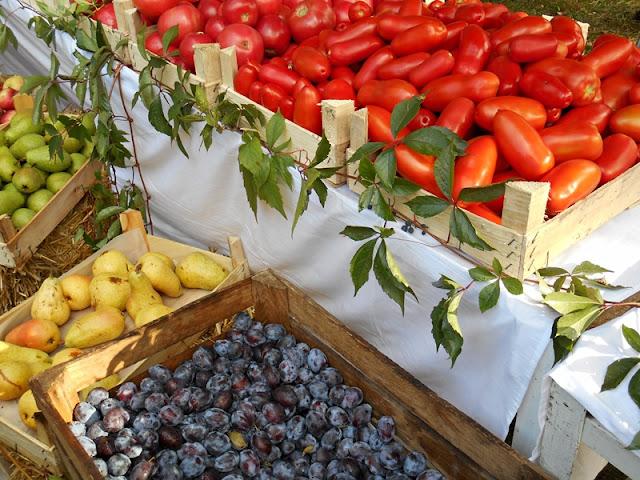 śliwki, gruszki, pomidory, warzywniak
