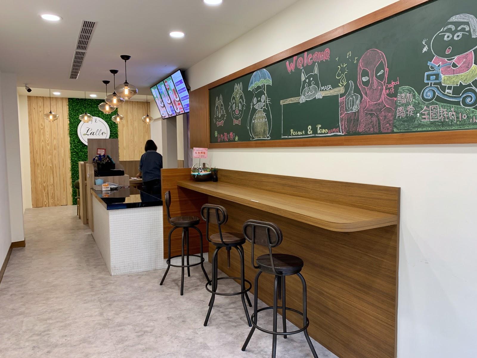 台南中西區美食【芋見Latte冰沙&健康水煮餐專賣店】店內環境