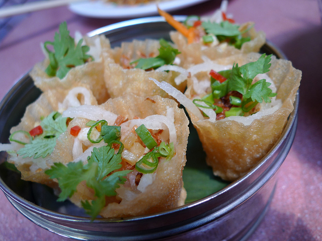 How to make nyonya kuih pie tee recipe singapore food recipes how to make nyonya kuih pie tee recipe chinese food forumfinder Gallery