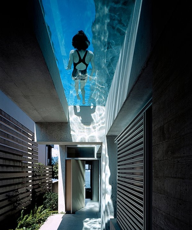 Glass swimming pool is a recent design trend that makes for an attractive and impressive outdoor decor. The design solution has been used as a feature in various hotels like Ascott Raffles Place Singapore and the Holiday Inn in Shanghai, China. These elevated pools were designed to attract attention as well provide with an interesting pool experience. But the glass pool parts have found their way into residential homes like this Shaw House in Vancouver designed by Patkau Architects.