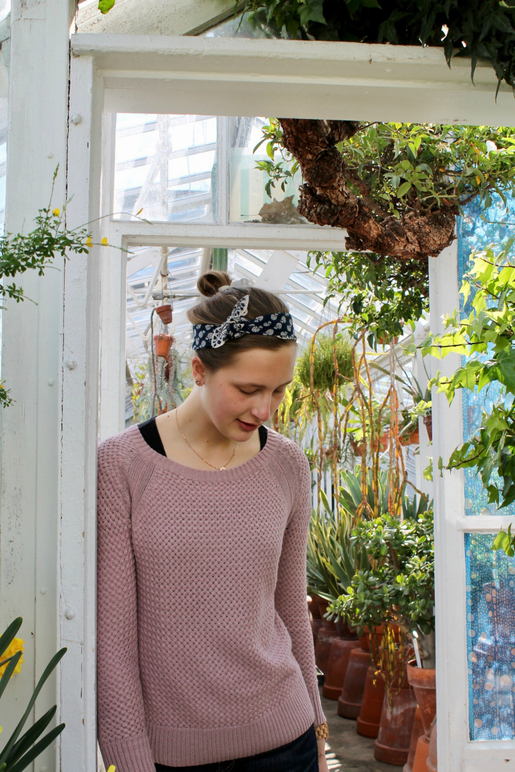 bandana hair-do with bellbottom jeans in Greenhouse #fashion