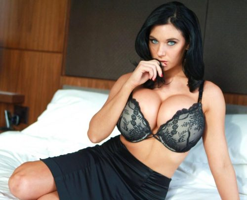 Busty Women Pics 85