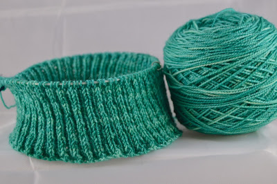 gorgeous green knit hat for https://www.etsy.com/shop/JeannieGrayKnits