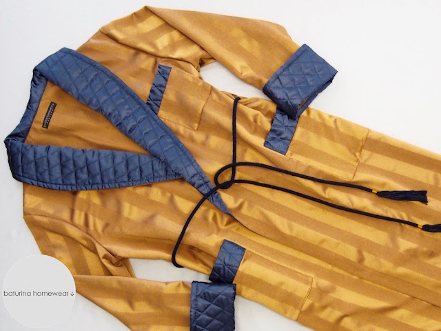 Männer Hausmantel Gold Blau Seide gesteppter Schalkragen warmer exklusiver Morgenmantel edel elegant gestreift leichter Gentleman Morgenrock exquisit