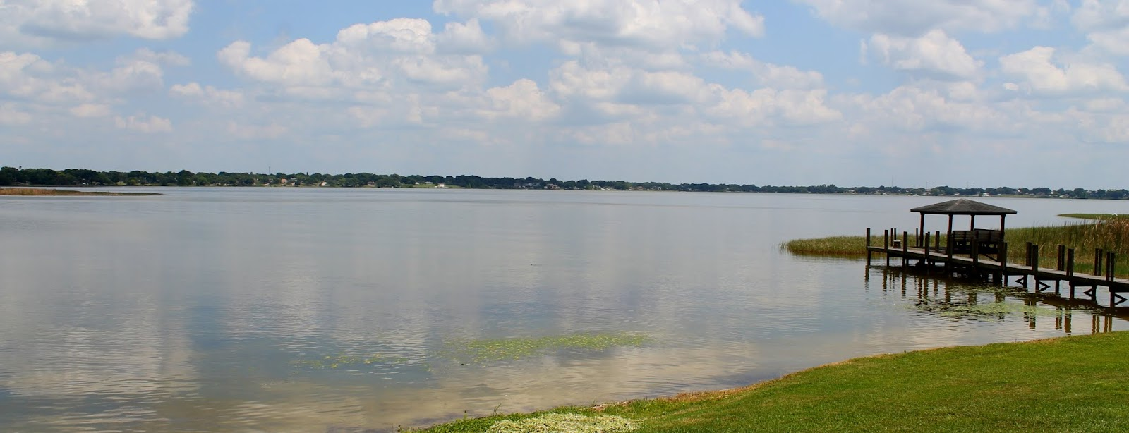 Panorámica del lago al comienzo del recorrido