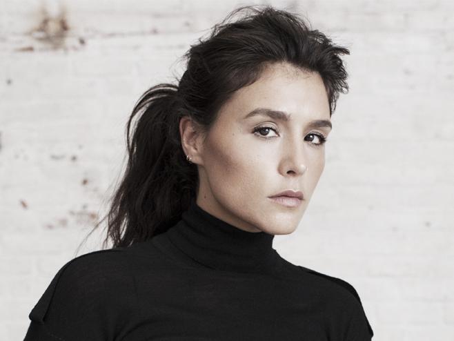 Jessie Ware revive as origens em um house dançante no single 'Overtime'