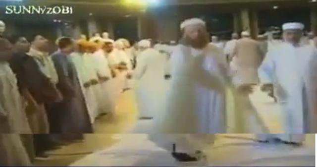 Barelvi Tahir-ul-Padri Ka inqalabi Dance Club !!