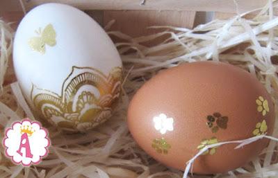 Инструкция, как украшать яйца к Пасхе, используя популярные флеш тату