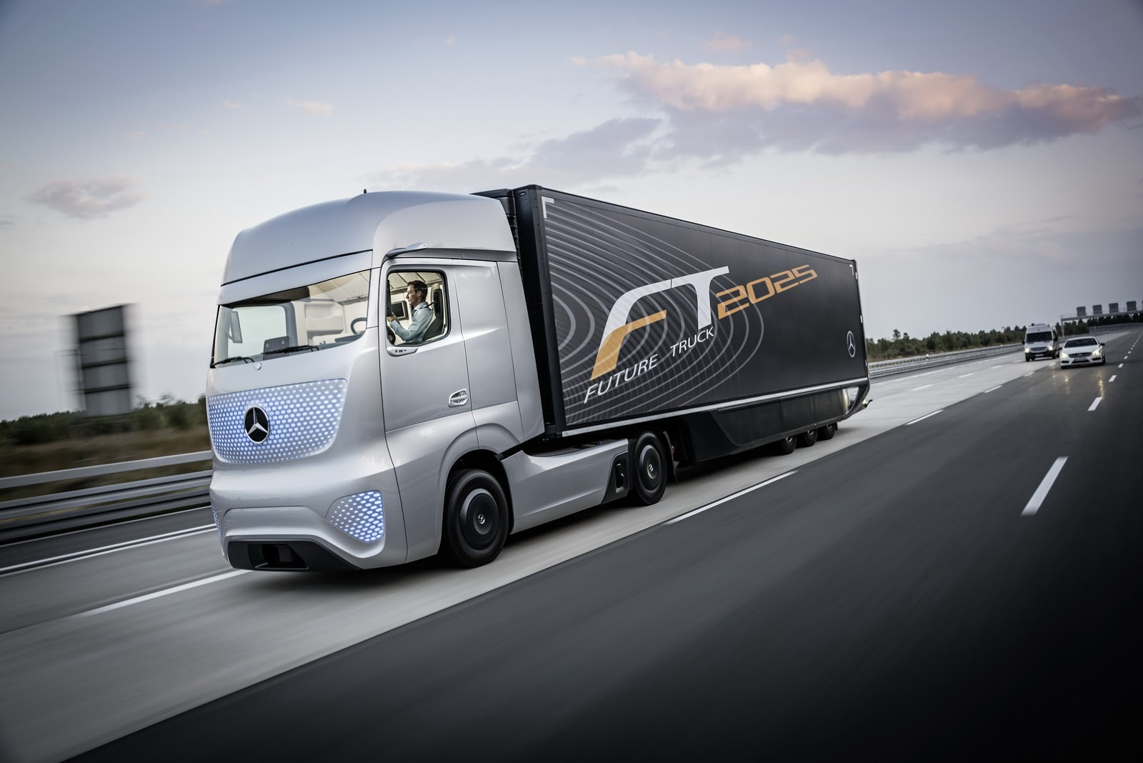 Mercedes' 2025 Concept Truck Comes From The Future [65