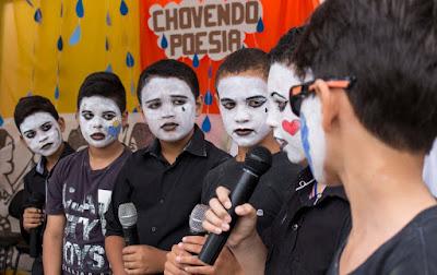 Projeto 'Poesia na Praça' é realizado em Sairé